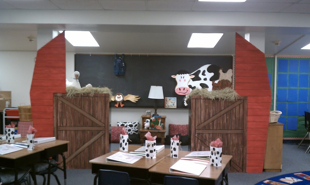 Classroom decorations farm theme for Art classroom decoration ideas
